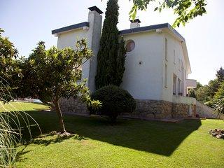 Habitaciones a 12 Km de Madrid. Aire acondicionado. Jardin y piscina.