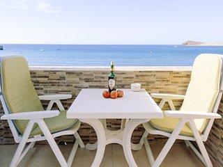 Apartamento con balcón y vistas al mar