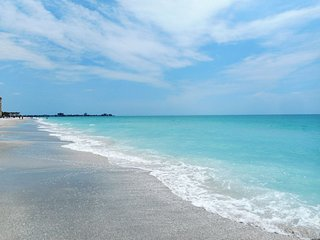 $99 FALL SPECIAL Lido Key Beach just a short walk away! Modern, nice 1 bed condo