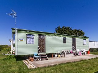 Homely 8 berth caravan for hire at St Osyth, near Clacton-on-Sea ref 28081FV