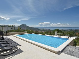 Awesome home in Mravince w/ Outdoor swimming pool, WiFi and Outdoor swimming poo