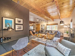 NEW! Modern Home w/Hot Tub, 1mi to Big Bear Resort