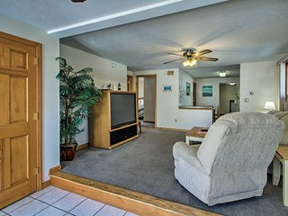 NEW! OOB Apt. - 1 Block to Bay, Half-Mile to Pier!