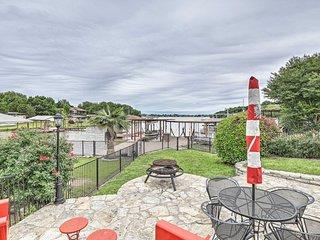 Lake Granbury Home w/ Gas Grill, Boat Tie & Patio!