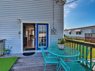 Charming Cottage, 0.2 Mile Walk to Atlantic Beach!