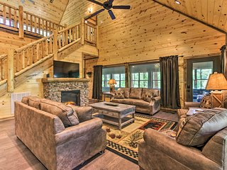 NEW! Sevierville Cabin w/Game Room, Hot tub & Pool