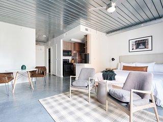 Sonder | Mid Main Lofts | Sleek Studio + Balcony