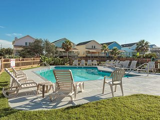Pleasure Isle Villas 30B- Book Your Shrimp Festival Stay and Save! Low Rates