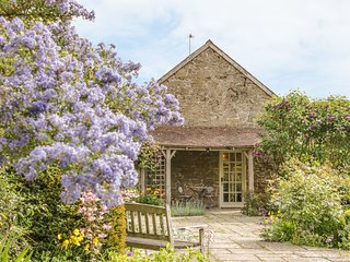 STABLE COTTAGE, stone-built cottage, king-size double room, roll-top bath