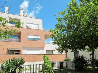 3 bedroom Apartment with Pool, WiFi and Walk to Beach & Shops - 5651753