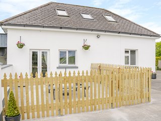 Andelen, open-plan, WiFi, parking, near Ballina