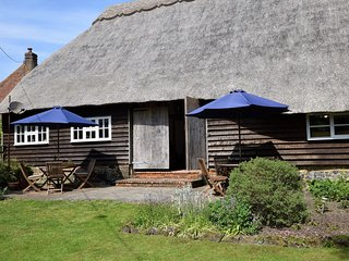 75282 Barn situated in Folkestone (6mls SE)