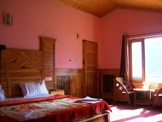 Panoramic View Garden Cottage in Manali