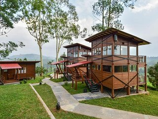 Botanical Theme Bungalow in Valparai