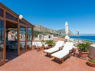 Casa con terrazza sul mare all'Addaura by Wonderful Italy