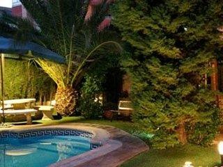 CASA AXIER Chalet con chimenea y jardín