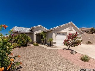 Havasu vacation home, fully furnished, minutes from everything, clean and comfy!