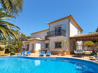 Villa Isabel, Stunning villa, Near Carvoeiro, Large BBQ area, 4 Bedrooms, Sleeps
