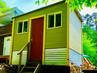 Norris Lake Front! TN -Tiny Home/Glamper + Available Studio, 2 Rooms & Tents!