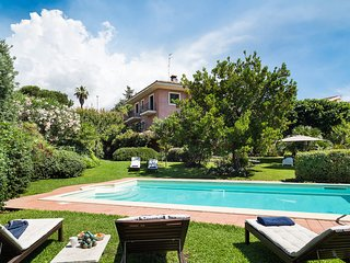 3 bedroom Villa with Pool, Air Con, WiFi and Walk to Shops - 5247306
