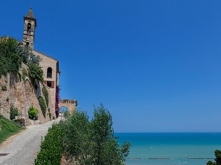Cupra Marittima Villa Sleeps 6 with Air Con and WiFi - 5247961