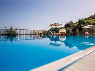 5 bedroom Villa with Pool, WiFi and Walk to Beach & Shops - 5248273