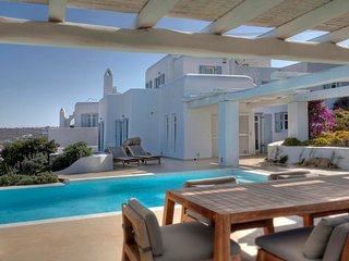 3 bedroom Villa with Air Con, WiFi and Walk to Beach & Shops - 5310864
