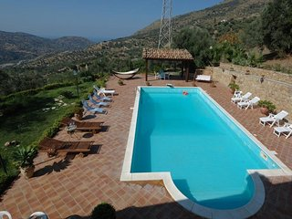 4 bedroom Villa with Pool, Air Con, WiFi and Walk to Shops - 5247358