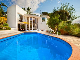 4 bedroom Villa with Air Con, WiFi and Walk to Beach & Shops - 5248182