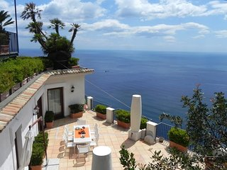 Furore Apartment Sleeps 6 with Pool Air Con and WiFi - 5248261