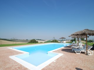 7 bedroom Villa with Pool, Air Con, WiFi and Walk to Shops - 5247831