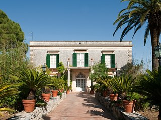 Trombatore Villa Sleeps 6 with Pool Air Con and WiFi - 5747581