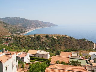 Taormina Apartment Sleeps 6 with Air Con and WiFi - 5680231