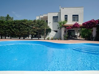 5 bedroom Villa with Air Con, WiFi and Walk to Beach & Shops - 5247354