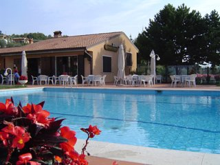 Torri del Benaco Apartment Sleeps 4 with Pool and WiFi - 5248535