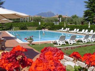 Torri del Benaco Apartment Sleeps 6 with Pool and WiFi - 5248532