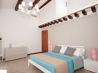 Venice Apartment Sleeps 5 with Air Con and WiFi - 5248528