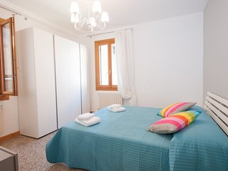 Venice Apartment Sleeps 7 with Air Con and WiFi - 5248527
