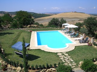 Castel del Piano Villa Sleeps 6 with Pool and WiFi - 5247925