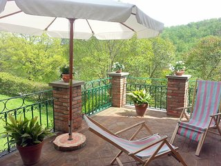 San Lorenzo Villa Sleeps 8 with Pool and WiFi - 5247508