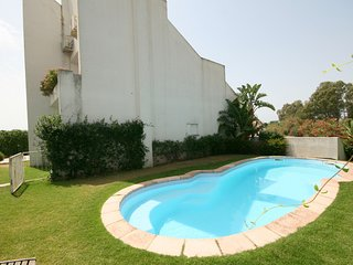 5 bedroom Villa with Air Con, WiFi and Walk to Beach & Shops - 5248061