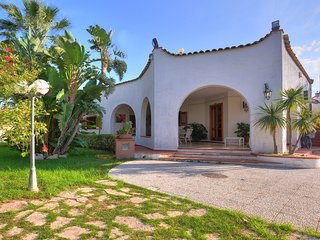 Fontane Bianche Villa Sleeps 12 with Pool Air Con and WiFi - 5247401