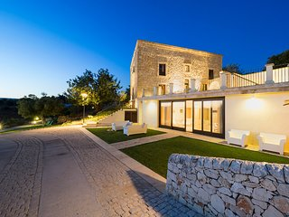 Scicli Villa Sleeps 6 with Pool Air Con and WiFi - 5712026