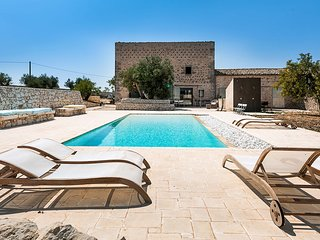 5 bedroom Villa with Pool and WiFi - 5639316