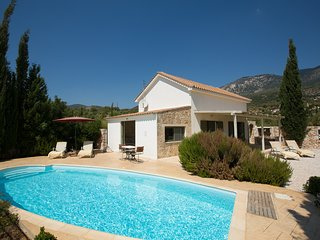 Karavados Villa Sleeps 4 with Pool Air Con and WiFi - 5248887