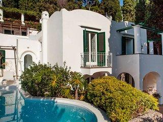 Capri Villa Sleeps 6 with Pool and Air Con - 5248140