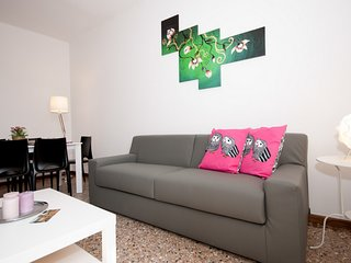 2 bedroom Apartment with Air Con, WiFi and Walk to Shops - 5248525