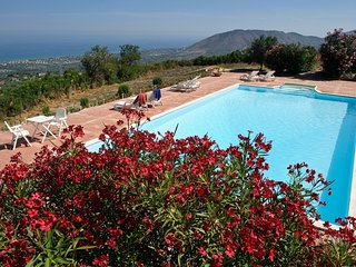 Cutura-Passitano Apartment Sleeps 6 with Pool and WiFi - 5247355
