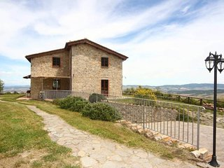 Campiglia d'Orcia Villa Sleeps 10 with Pool and WiFi - 5639277