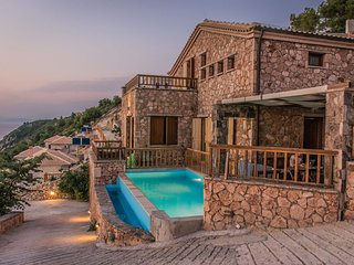 Agios Nikitas Villa Sleeps 7 with Pool and WiFi - 5785435